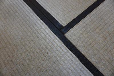 カラー縁無し琉球畳(セキスイチャコール色大阪大東市)ウォーキングがご縁のご依頼に感謝。家庭用国産畳専門店うえむら畳2