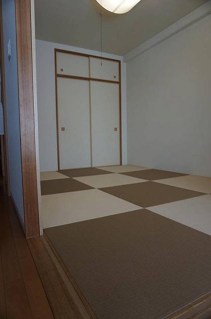 【カラー和紙製縁無し琉球畳】念願の縁無し琉球畳に模様替え。大阪大東市家庭用国産畳専門店うえむら畳4