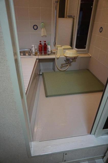 お風呂畳がご両親を守る(大東市)お困り事をカイケツする機能畳。大阪大東市家庭用国産畳専門店いまどきの畳屋さんうえむら畳2