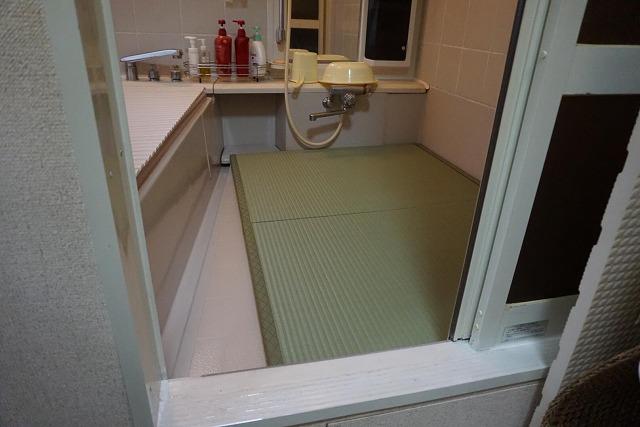 お風呂畳がご両親を守る(大東市)お困り事をカイケツする機能畳。大阪大東市家庭用国産畳専門店いまどきの畳屋さんうえむら畳3