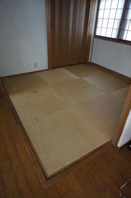 【カラー琉球畳】チャコール色がステキなお部屋に模様替え。大阪大東市家庭用国産畳専門店うえむら畳1