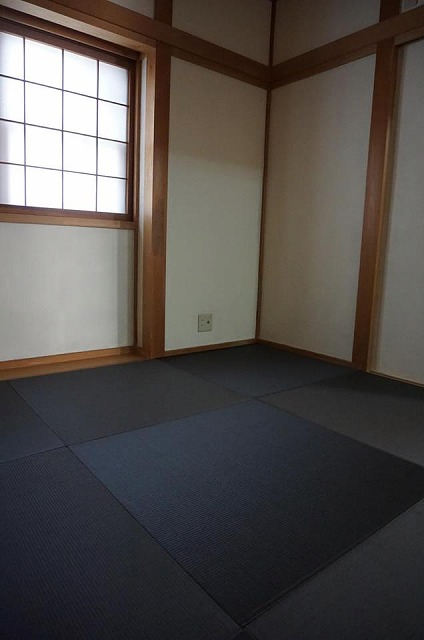 【カラー琉球畳】チャコール色がステキなお部屋に模様替え。大阪大東市家庭用国産畳専門店うえむら畳6