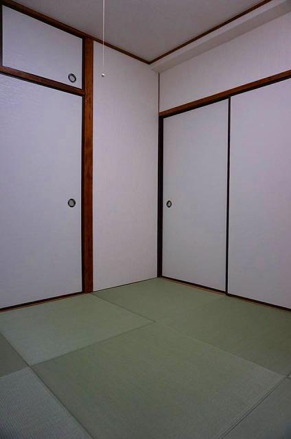 賃貸マンションにもカラー縁無し琉球畳で入居率アップ計画?(大阪府大東市4帖半間)2
