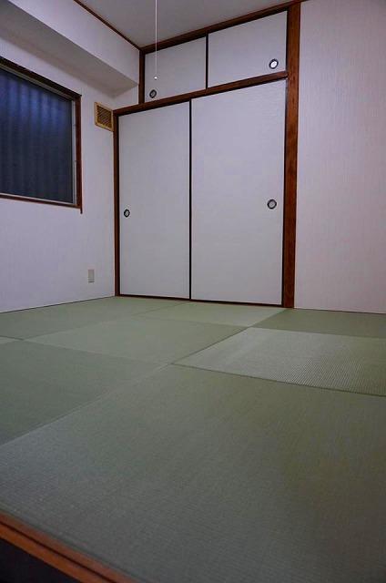 賃貸マンションにもカラー縁無し琉球畳で入居率アップ計画?(大阪府大東市4帖半間)3