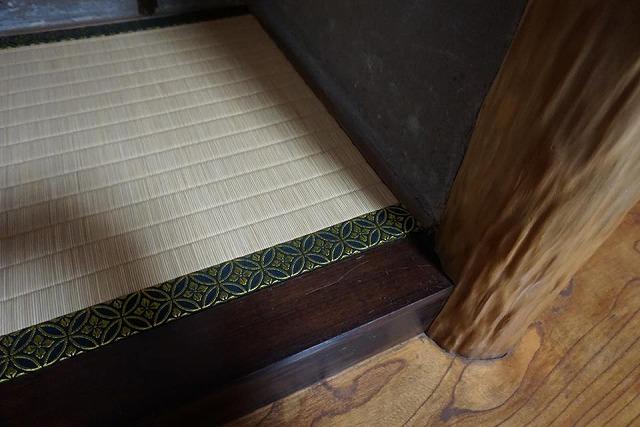 高級板入れ天然稲わら畳(棕櫚裏・丹波裏)板締め&表替えのご依頼。家庭用国産畳専門店うえむら畳5