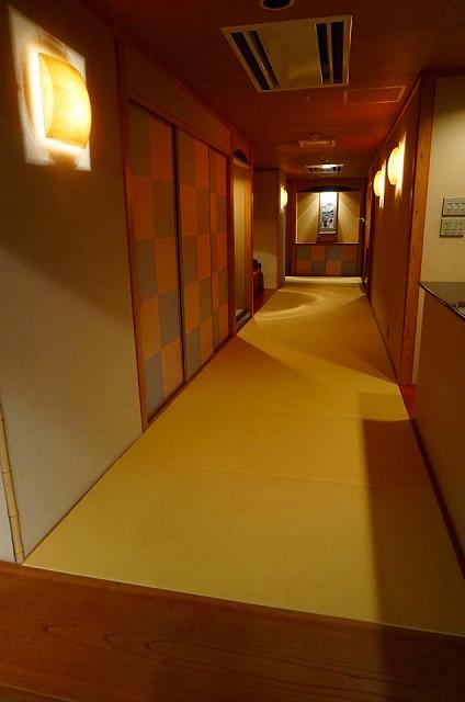 【セキスイ美草(みぐさ)畳】〜割烹秀さん縁無し琉球畳一帖サイズを和紙製畳から樹脂製畳へ模様替え〜2