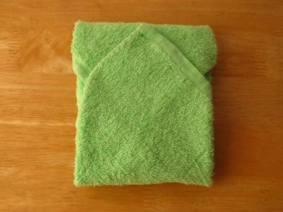 保冷材をタオルで包んで