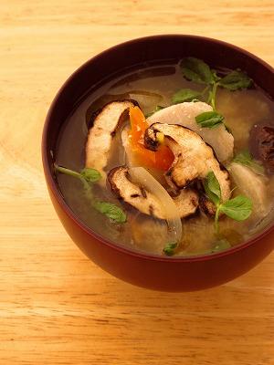焼き椎茸と里芋の味噌汁