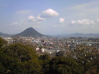 讃岐富士を望む。