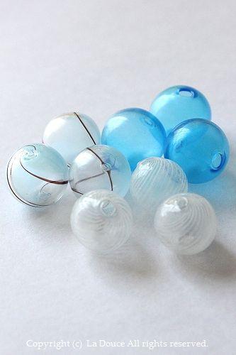 青、白の吹きガラスヘアゴム
