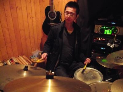 最近ドラムを叩くことにに興味あり