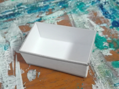 小さい手作りの箱