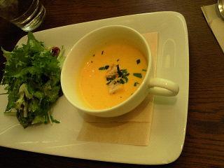 トマトスパのスープとサラダ
