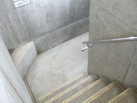 地下神殿へと続く階段