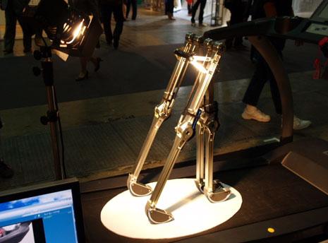 動力のない歩行ロボット ブルーバイペッド