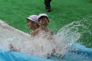 水のすべり台