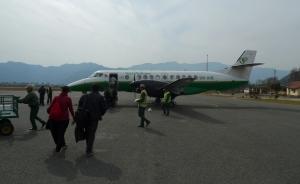 ポカラから飛行機で
