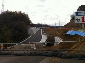 県道510号の現道(右)と、新道(左)