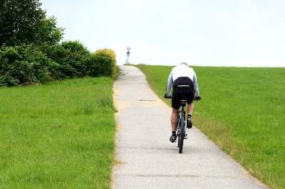 Cyclists 832133 1280