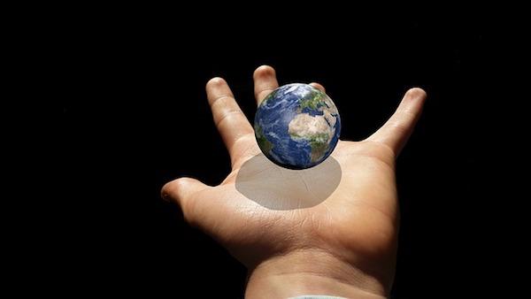 手のひらの上の地球