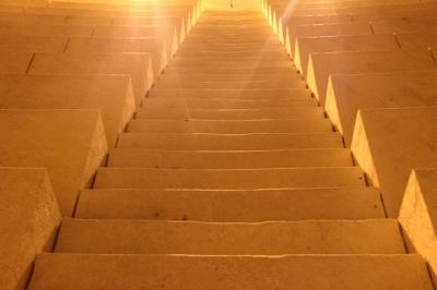 光へと続く階段