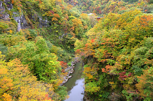 紅葉の梵字川渓谷