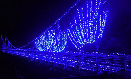 梵字川渓谷吊り橋イルミネーション