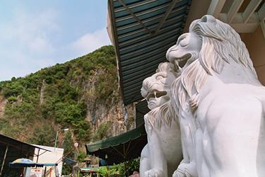 大理石のライオン