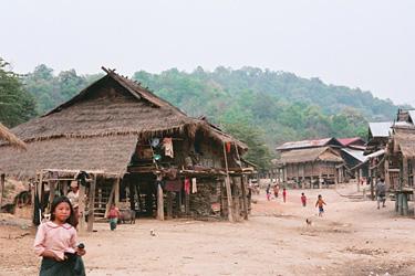 アカ族の村。