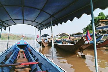 渡し舟。タイへ戻るぞー!