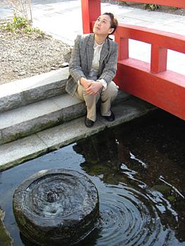 槻和泉神社の湧水2