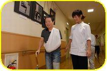回復期リハビリ病棟・専任理学療法士  櫻井さん(向かって右)