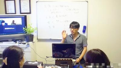 心匠セラピスト養成講座で実技上のアドバイスをする上野大照ロールプレイン