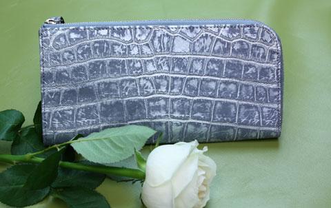 5870ec239f4a ダメージ加工 クロコダイル アメ横 君島鞄商会. ちょっと面白いわにです ダメージ加工されています