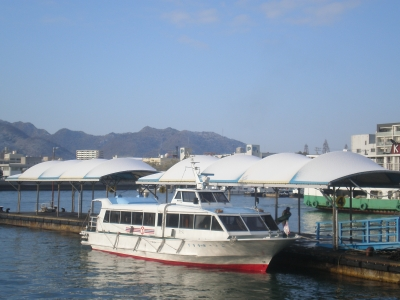 雪の日の港