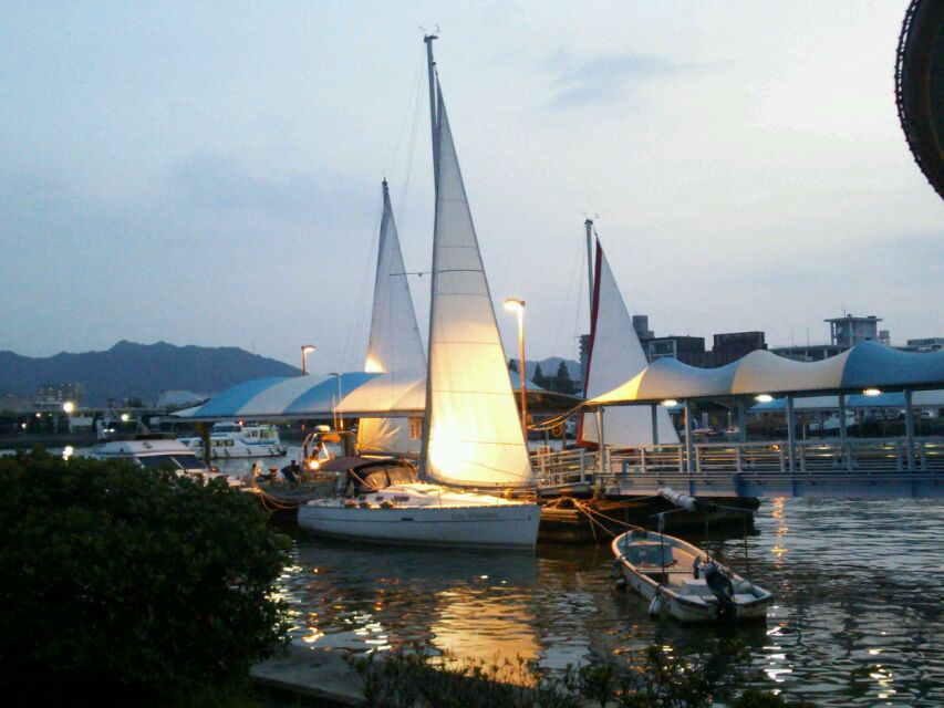 夕日のヨット