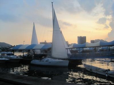 ヨットの夕暮れ