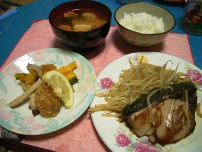 R0026493天然ぶり、牡蠣フライとカボチャとエリンギ、豆腐のお吸い物_400.jpg