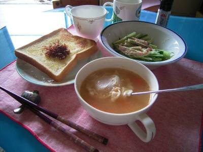R0026511落とし卵スープとめんたいマヨサラダのランチ_400.jpg