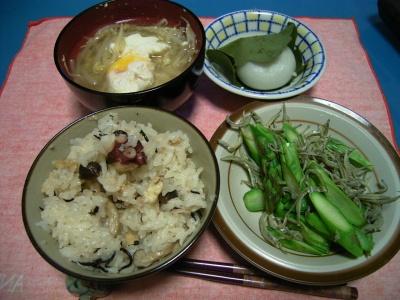 R0026562たこ飯とアスパラじゃこサラダ、落とし卵スープ_400.jpg