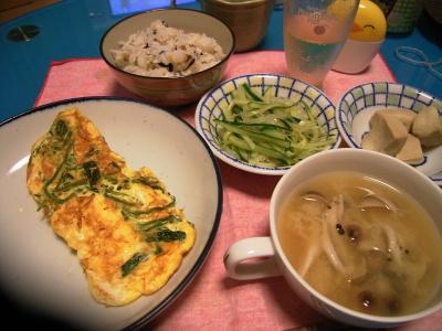 R0027378オムレツ、シメジ蜆味噌汁、高野豆腐、きゅうり春雨あえ、タコ飯_400.jpg