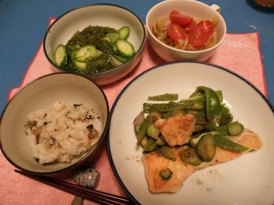 P5240047鮭ムニエルトマトシチュー、きゅうりとメカブ0531_400.jpg