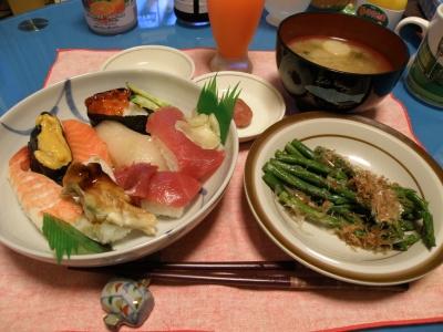 P6010211寿司、アスパラ、蜆ワカメ麩の味噌汁_400.jpg