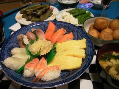 R0027636寿司、空豆さや蒸し焼き、もちもち、ブルーチーズアスパラ、三つ葉の卵とじ吸い物.jpg