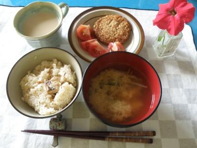 P7050003鯛飯、ワカメ味噌汁、イワシ薩摩揚げとミニトマト_400.jpg