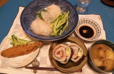 P7130081イカの刺身、ホッケのフライ、肉じゃが、海鮮海苔巻き_400.jpg