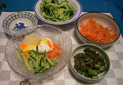 R0027742卵のせ冷麺、オクラビーフ炒め、ニンジンきんぴら、キュウリサラダ_400.jpg