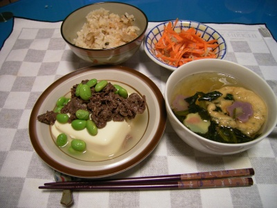 R0027744肉豆腐、最中のお吸い物、西山しぐれごはん、ニンジンきんぴら_400.jpg