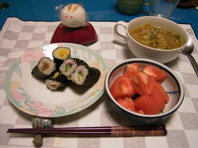 R0027981海苔巻き、チキンカレースープ、トマト_400.jpg