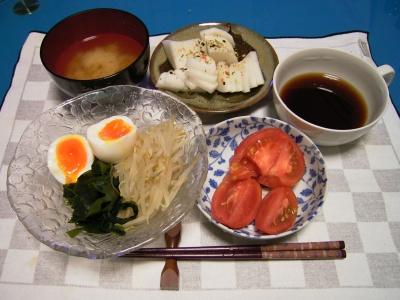 R0028009_温卵ともやしワカメ冷麺、トマトサラダ、お味噌汁_400.jpg